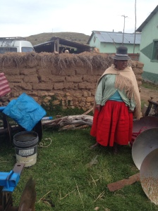 Farmer in Caritamaya shows her fellow farmers the liquid manure she has prepared